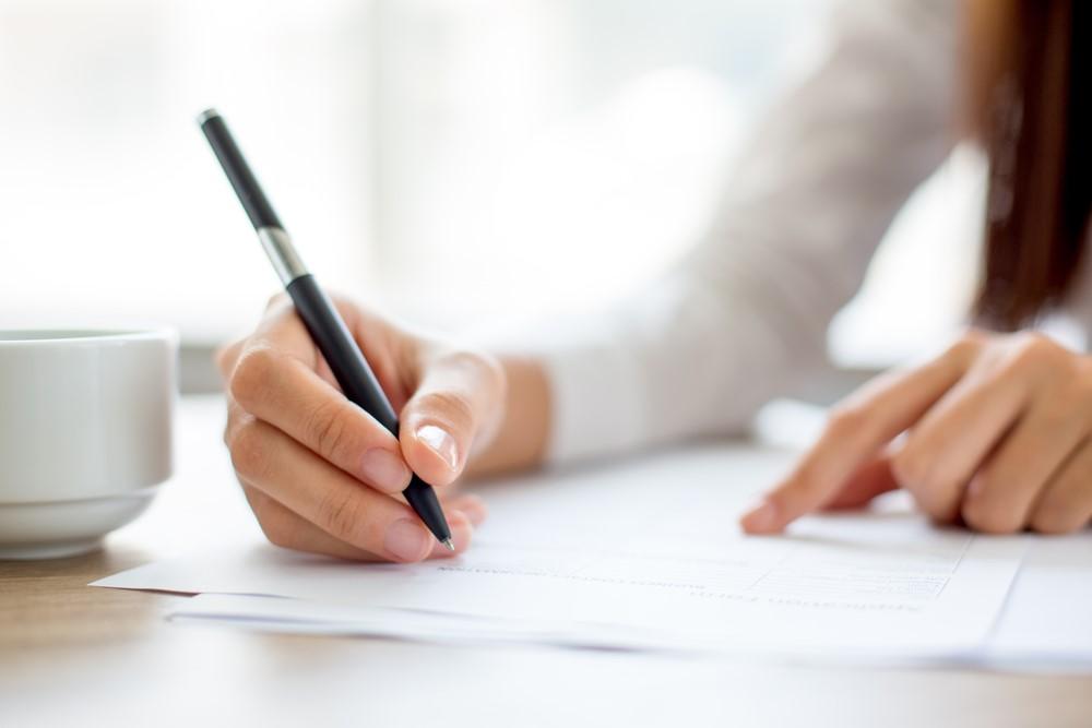 Los pasos para cambiar de titular en los contratos de energía cuando heredas una propiedad